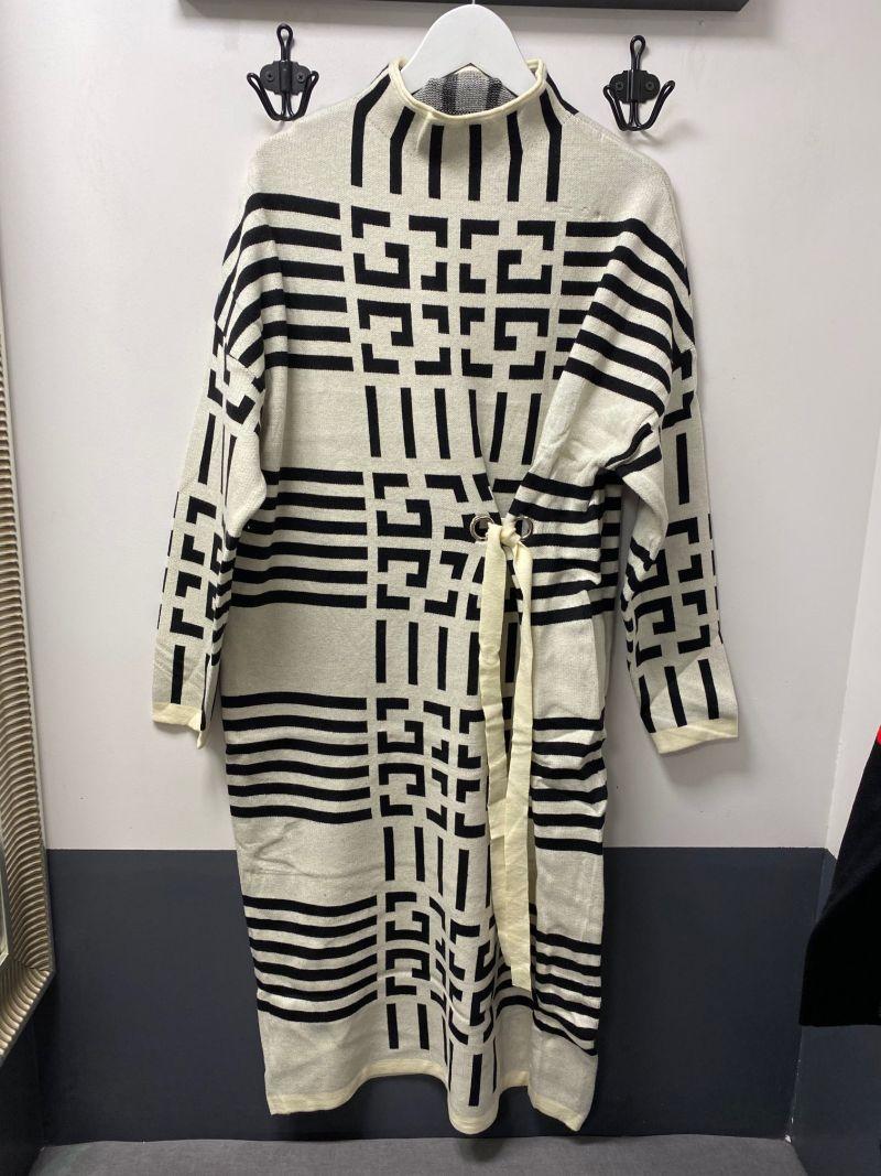Kötött ruha elől húzott ekrü görög mintás